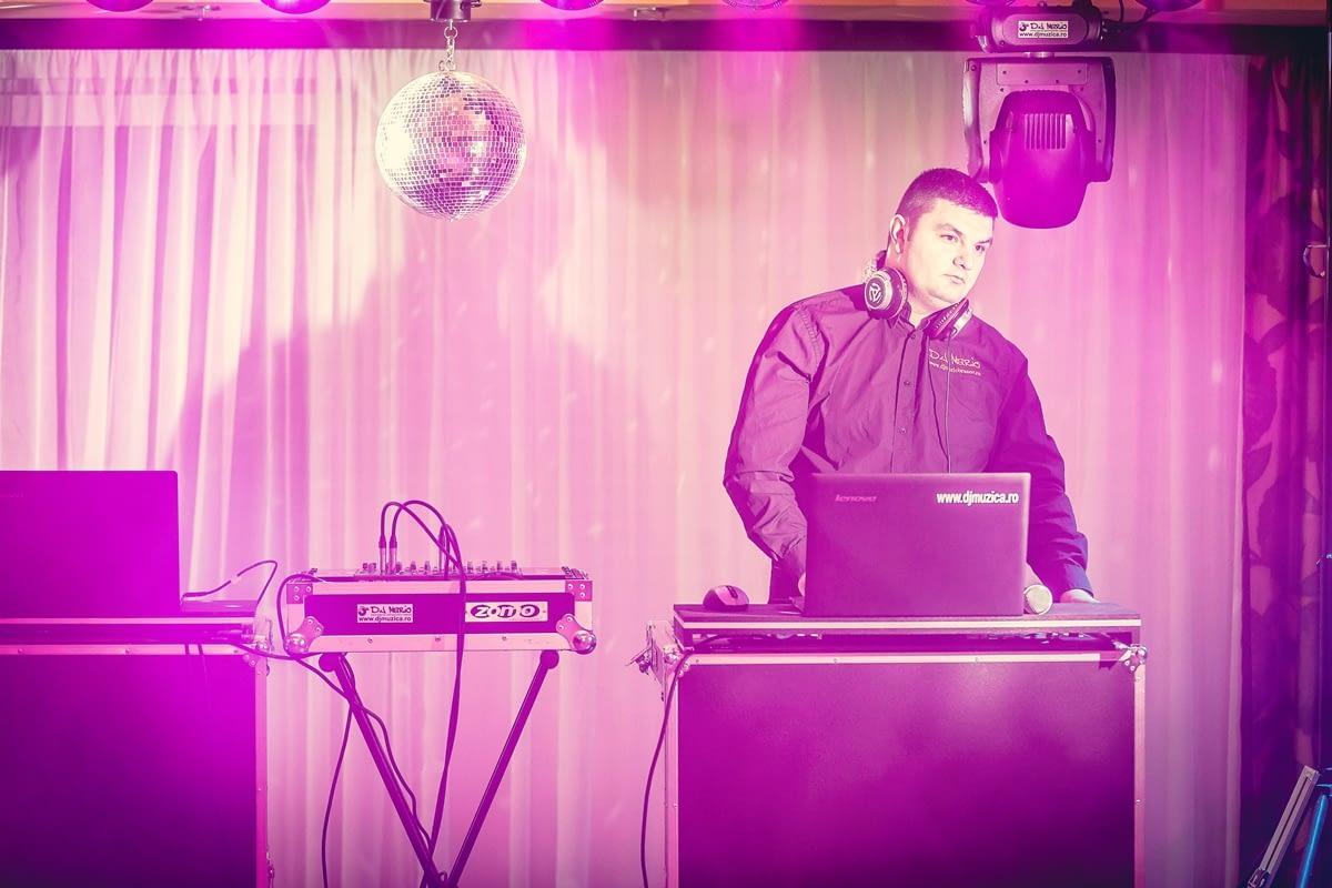 DJ-pentru-nunta-in-Brasov Cauti un DJ pentru evenimente corporate? Firma ta organizeaza o petrecere si aveti nevoie de sonorizare si DJ pentru petrecere firma? petrecere firma Cauti un DJ pentru evenimente corporate? Firma ta organizeaza o petrecere si aveti nevoie de sonorizare si DJ pentru petrecere firma? DJ pentru nunta in Brasov