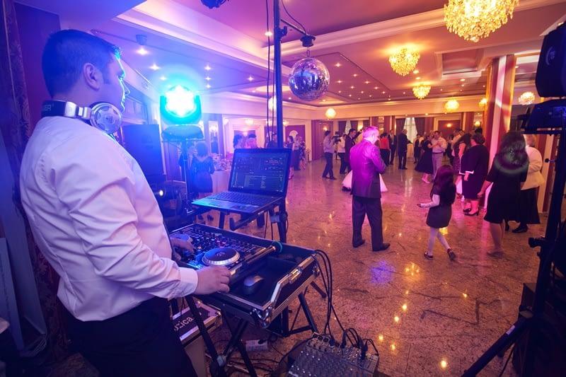 receptie-261 Cat de important este un DJ pentru nunta BUN?  Cat de important este un DJ pentru nunta BUN? receptie 261